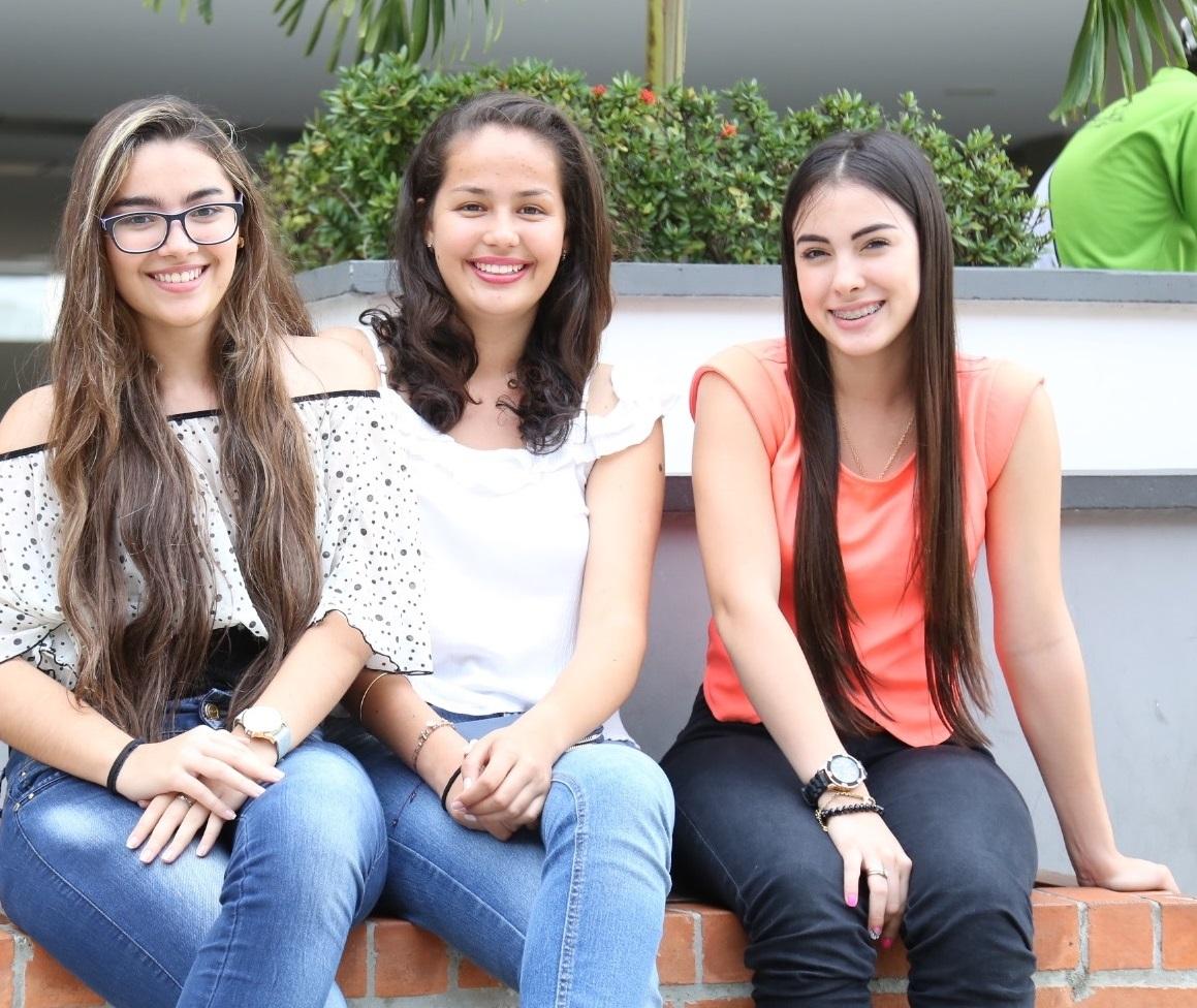 Grupo de estudiantes universitarias.