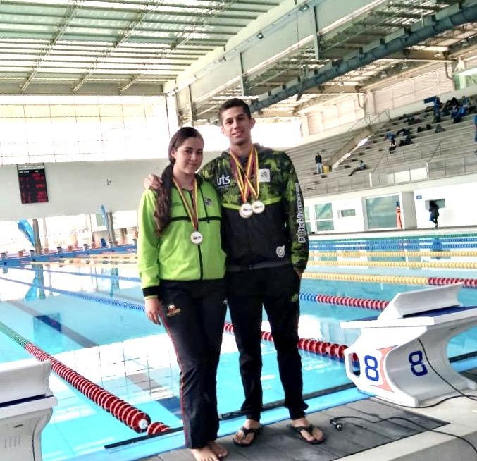 Silvia Juliana Caicedo y Julián Castillo Palacios medallistas en el Campeonato Nacional Interclubes de Natación con Aletas.