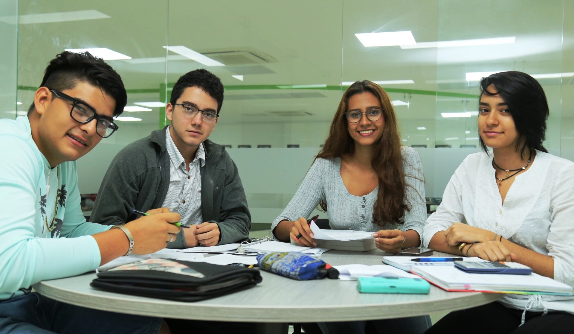 Auxiliaturas estudiantiles