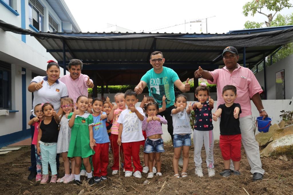 """Capacitación para las familias de la Fundación Colombo Alemana """"Volver a Sonreír"""""""