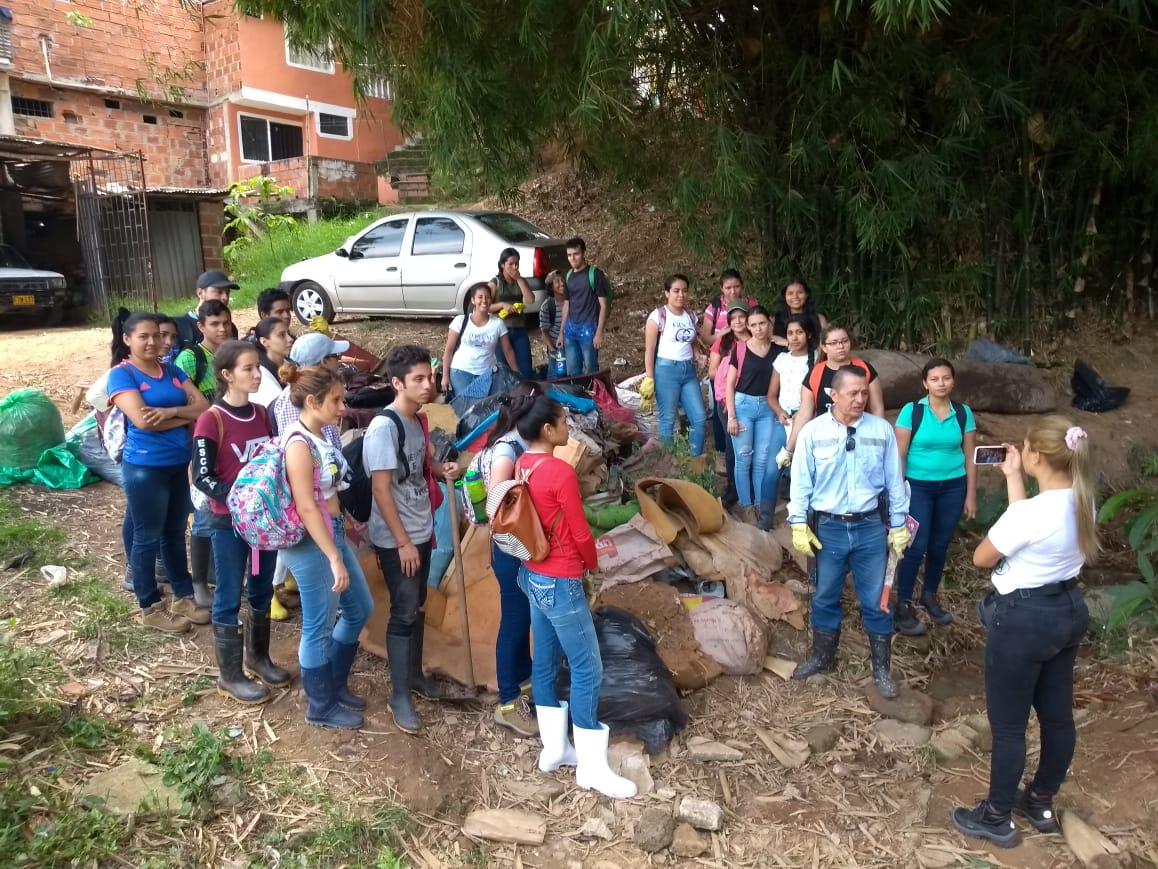 Jornada socioambiental que se cumplió en el barrio La Cumbre de Floridablanca
